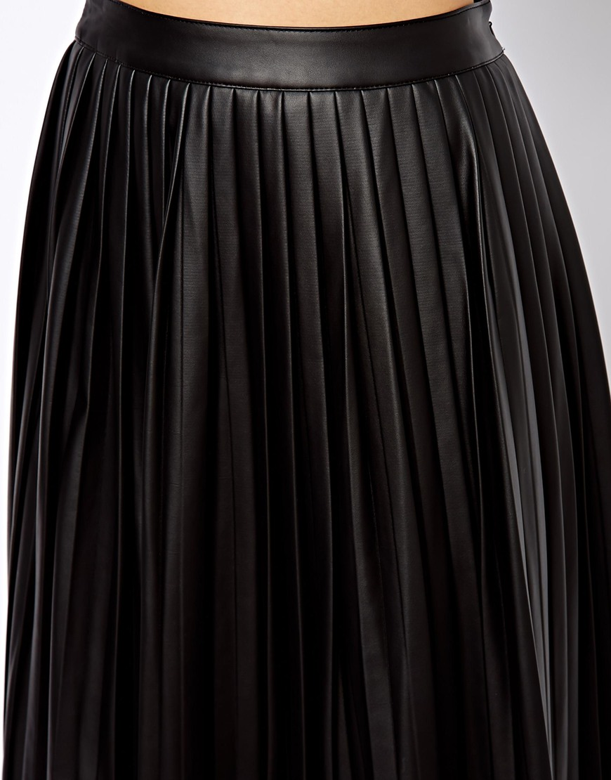 Midi Skirts. The midi skirt is a style staple you won't want to miss from your wardrobe this season. From sleek pencil styles to sculpting figure-hugging fits, the catwalk confirmed that mid length skirts are a must-have look for every girl's style fix this season.