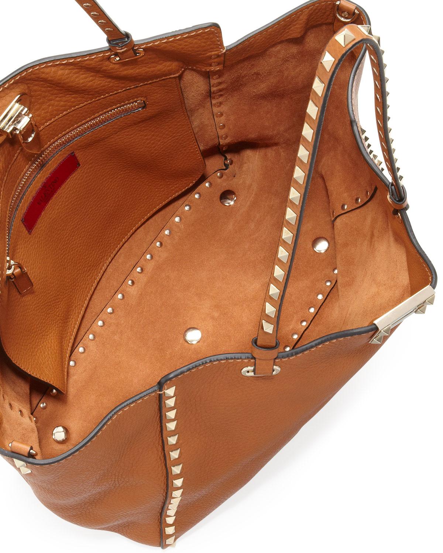 0c1448a2e0e05 Valentino Rockstud Medium Pebbled Tote Bag in Brown - Lyst