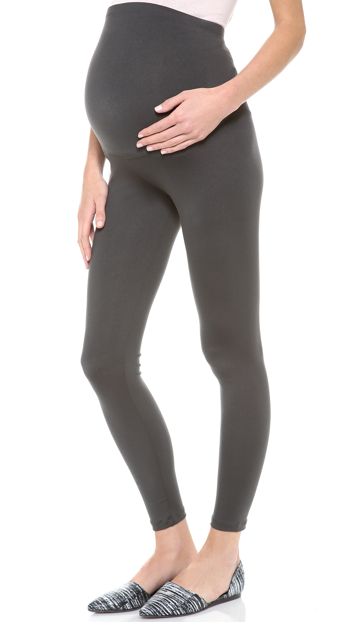 It's the saving grace of maternity wear: the legging. When you have officially outgrown your favorite non-maternity pair of classic black leggings, it's time to move on to a new version made specifically to fit your new baby bump.