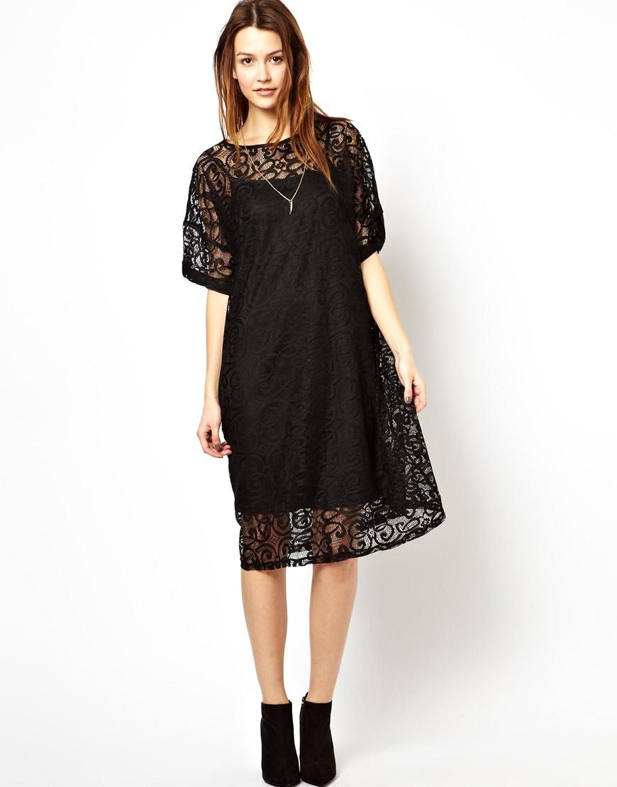 Платье с кружевом свободного кроя