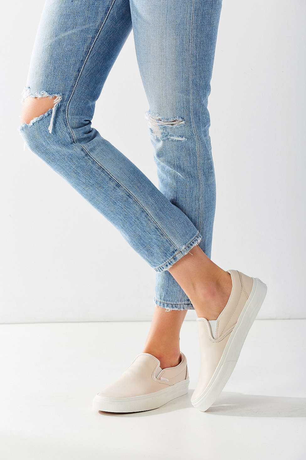 Vans Leather Classic Slip-on Sneaker in Cream (Natural) - Lyst