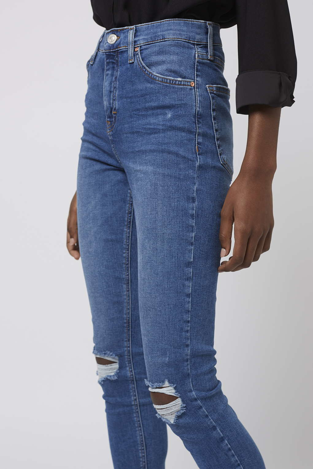 67a92be5c98 TOPSHOP Moto Mid Blue Rip Jamie Jeans in Blue - Lyst