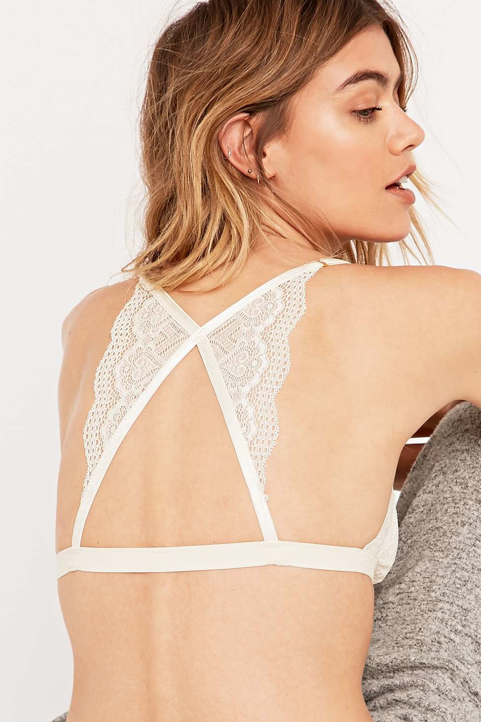 6512fe2fcd259 Urban Outfitters Front Clasp Ivory Lace Bralette in Natural - Lyst