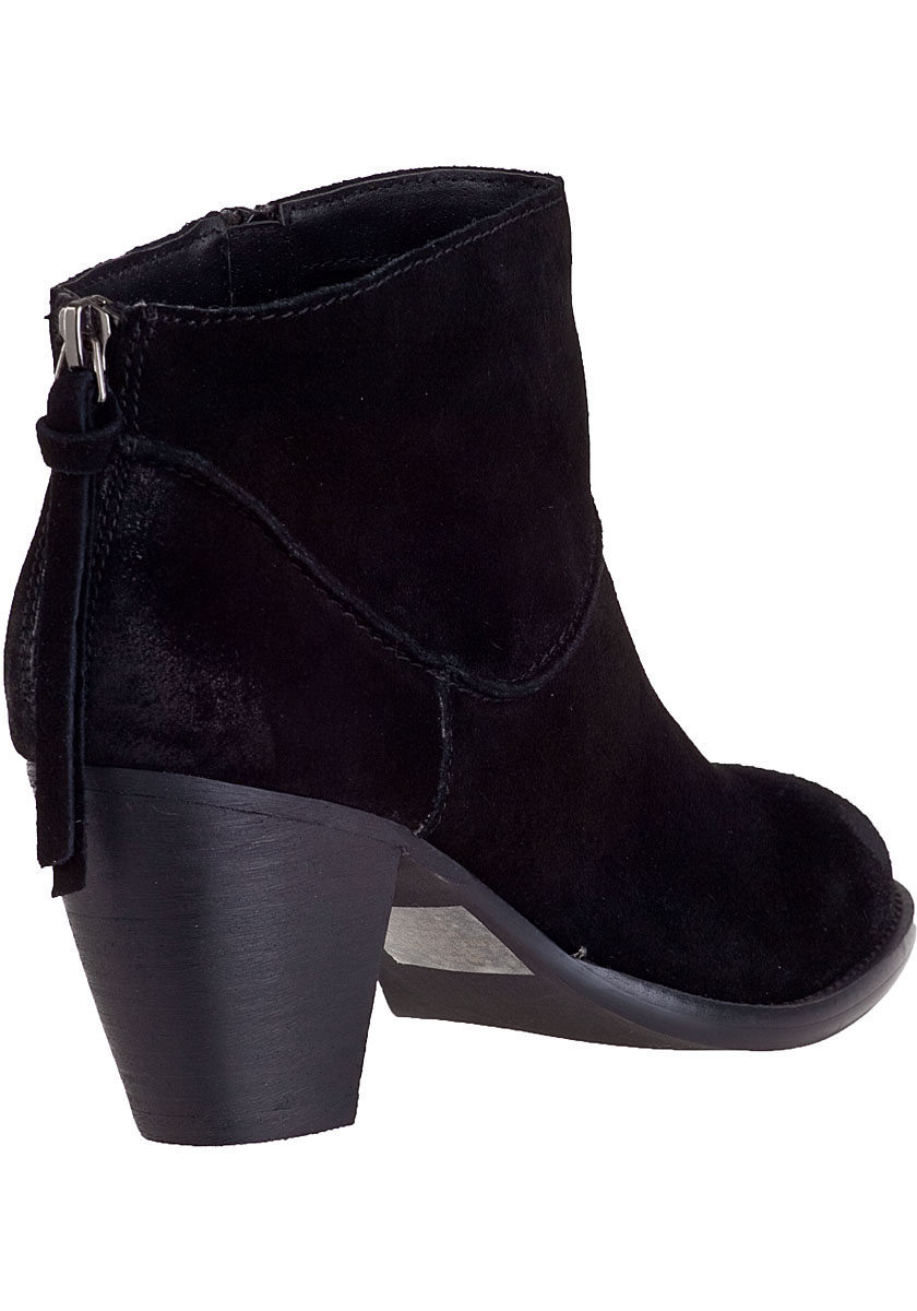 steve madden essay Free essay: steve madden is one of america's most successful footwear companies the founder of the company steve madden himself is from long island, new.