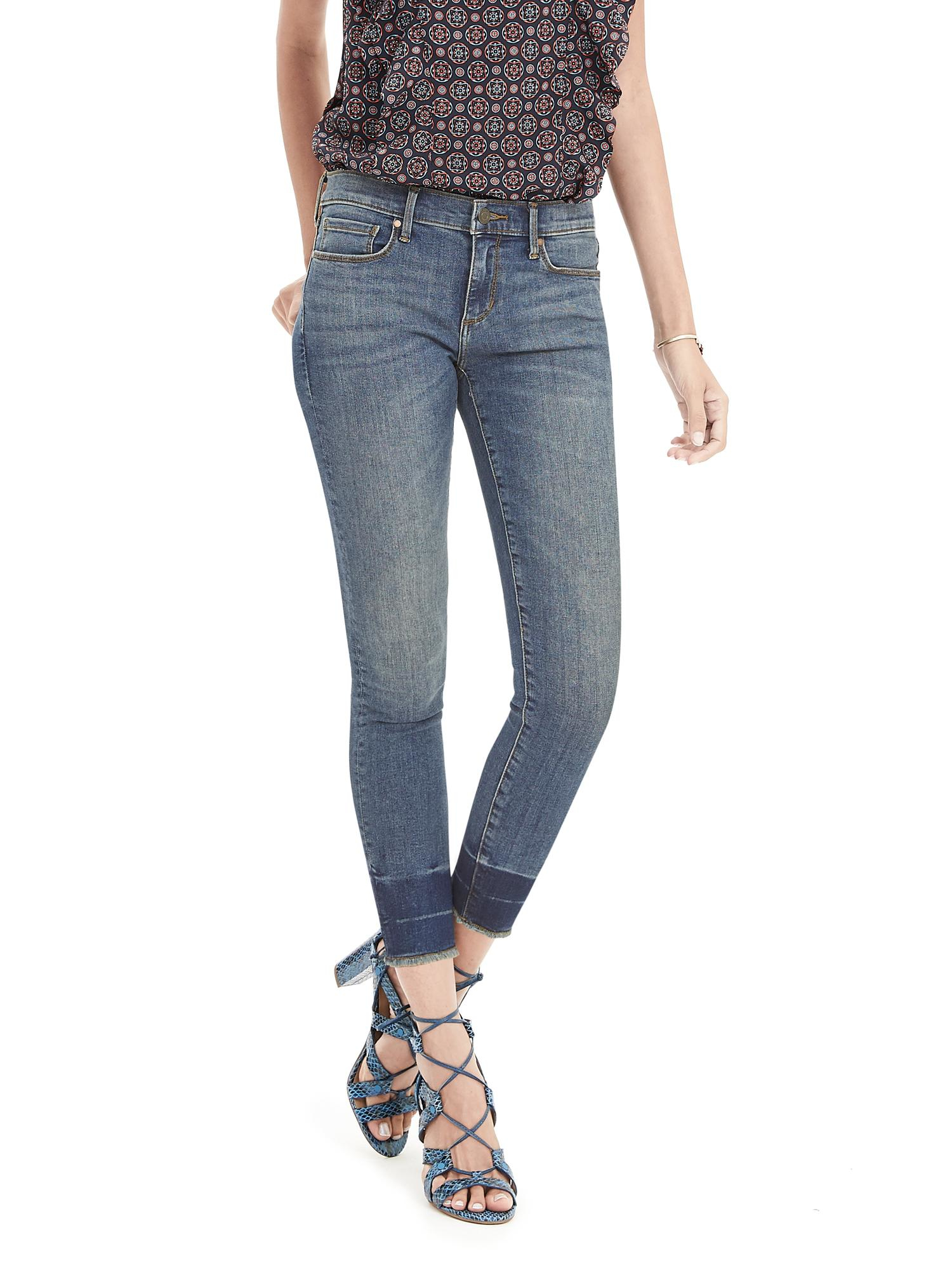 Discover the many styles of our ultra-versatile jeans for women from Banana Republic Factory. Essentials for Any Season in Sleek Styles. Update your must-have wardrobe basics with our exclusive selection of the latest posh jeans for women.