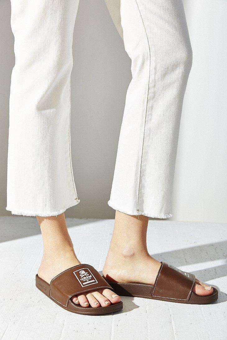 Lyst adidas Originals x barrio adilette Slide Sandal en Brown