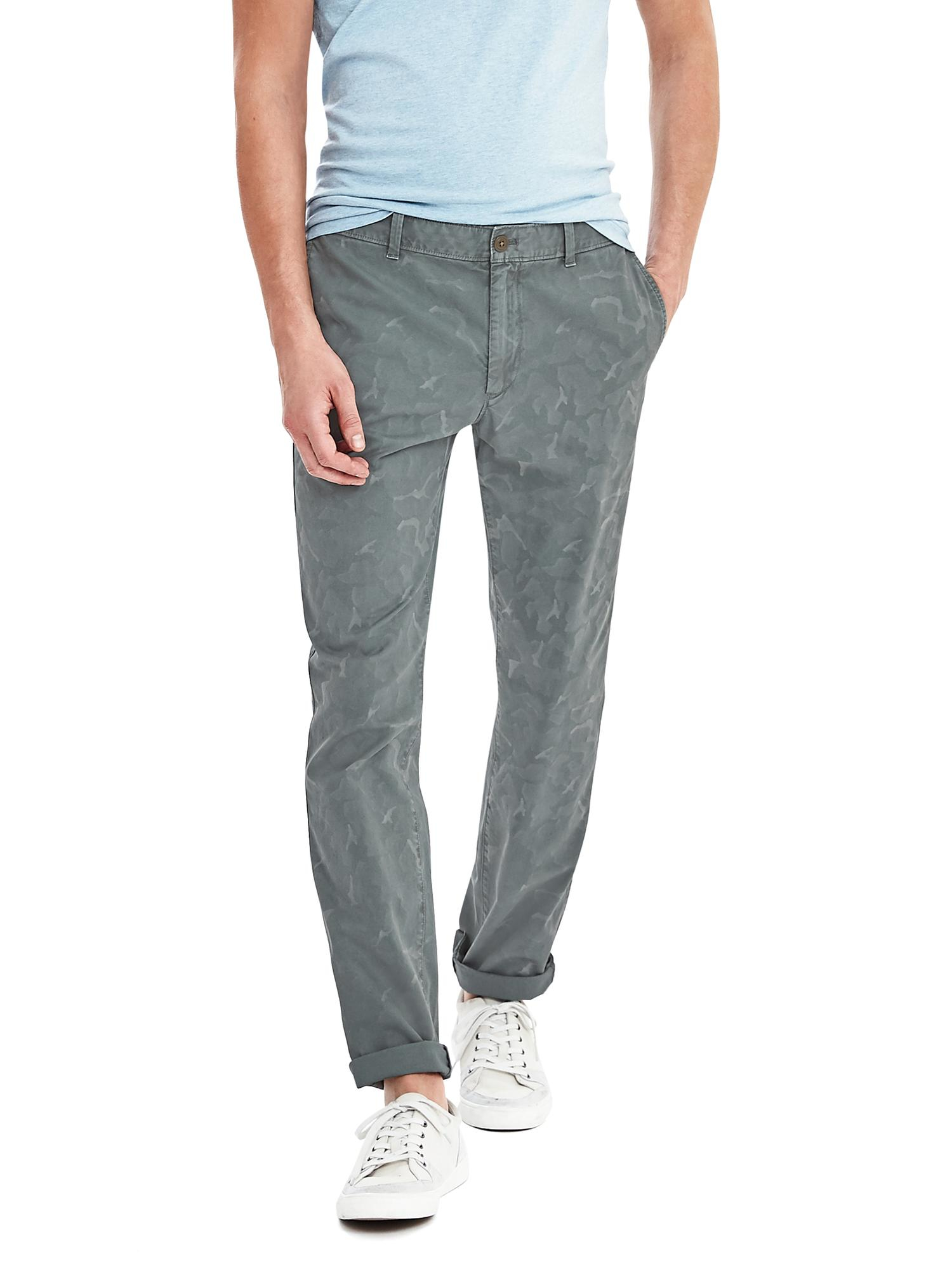 Banana republic Aiden Slim Camo Chino in Green for Men | Lyst