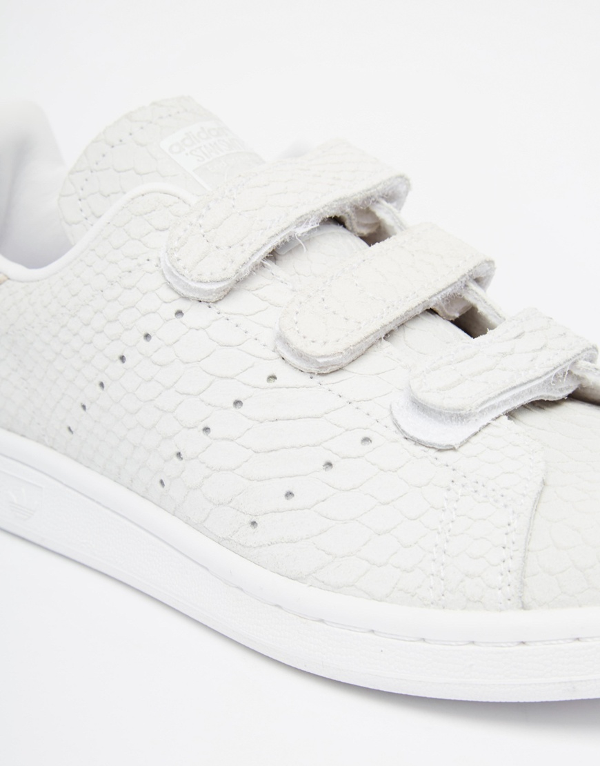 adidas originals stan smith snake embossed suede low top sneakers in. Black Bedroom Furniture Sets. Home Design Ideas