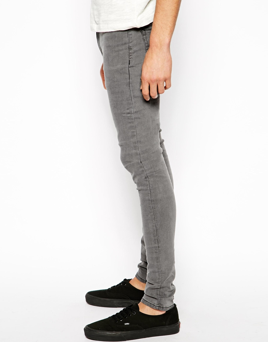 Hollister super skinny mens jeans set you apart from the crowd. This comfortable yet distinguished pair of jeans gives you edge and flexibility. Available in light, medium, dark, black and white wash. Shop guy's super skinny jeans now.
