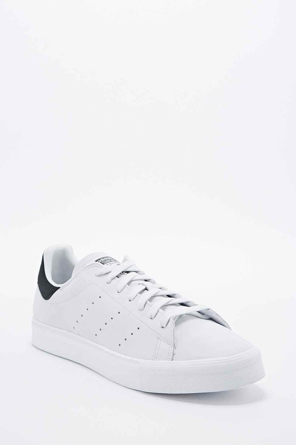 adidas originals stan smith vulc ausbilder in weiß in weiß für männer
