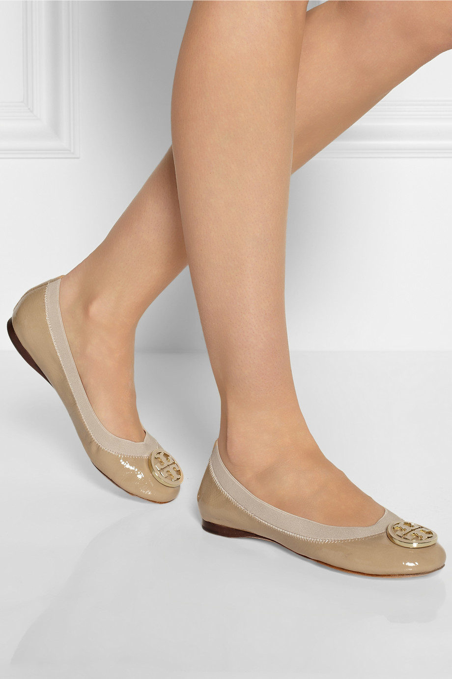 Tory Burch Caroline Patentleather Ballet Flats In Natural