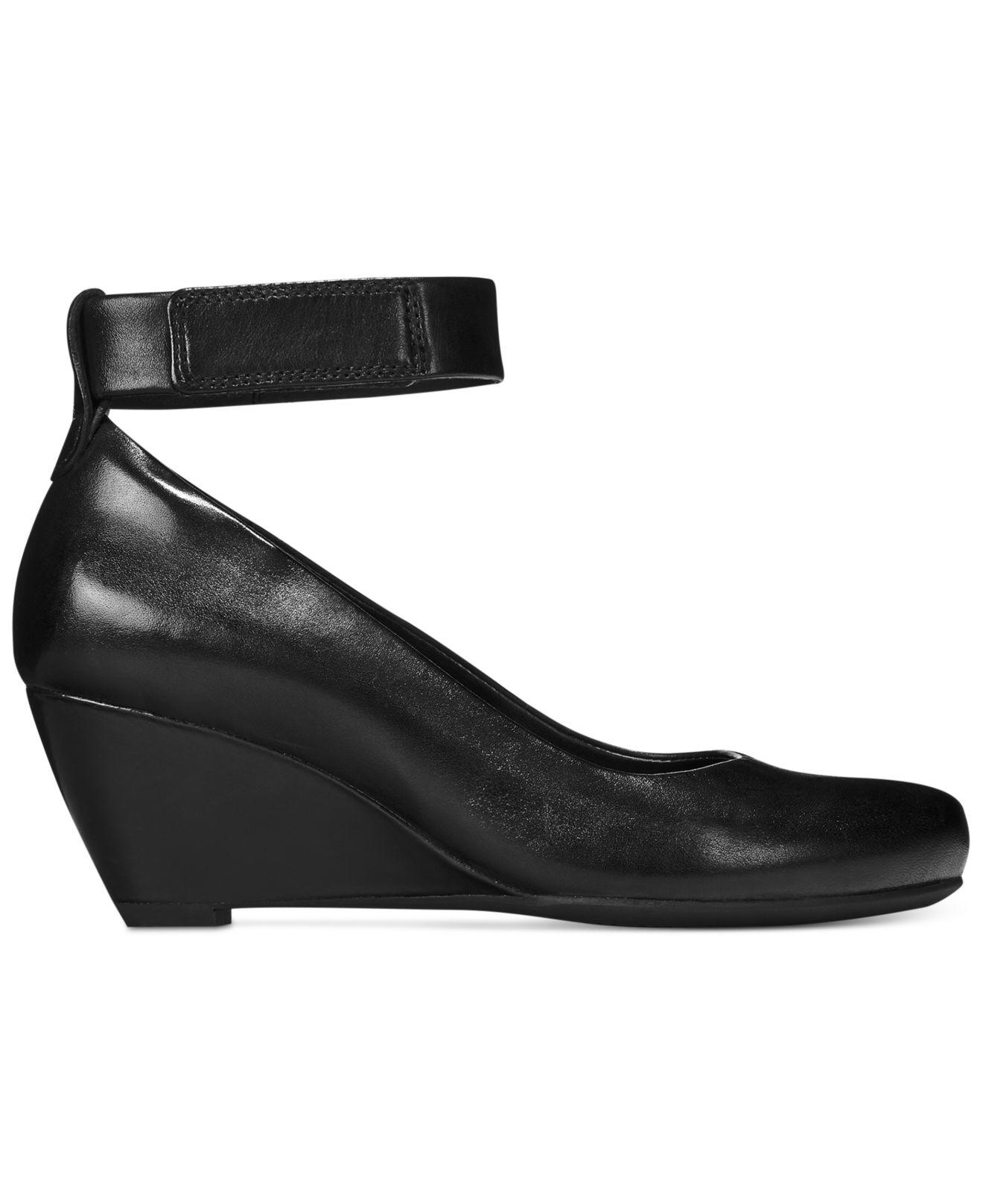 Clarks Bassett Mist Clarks- Black Leather heels