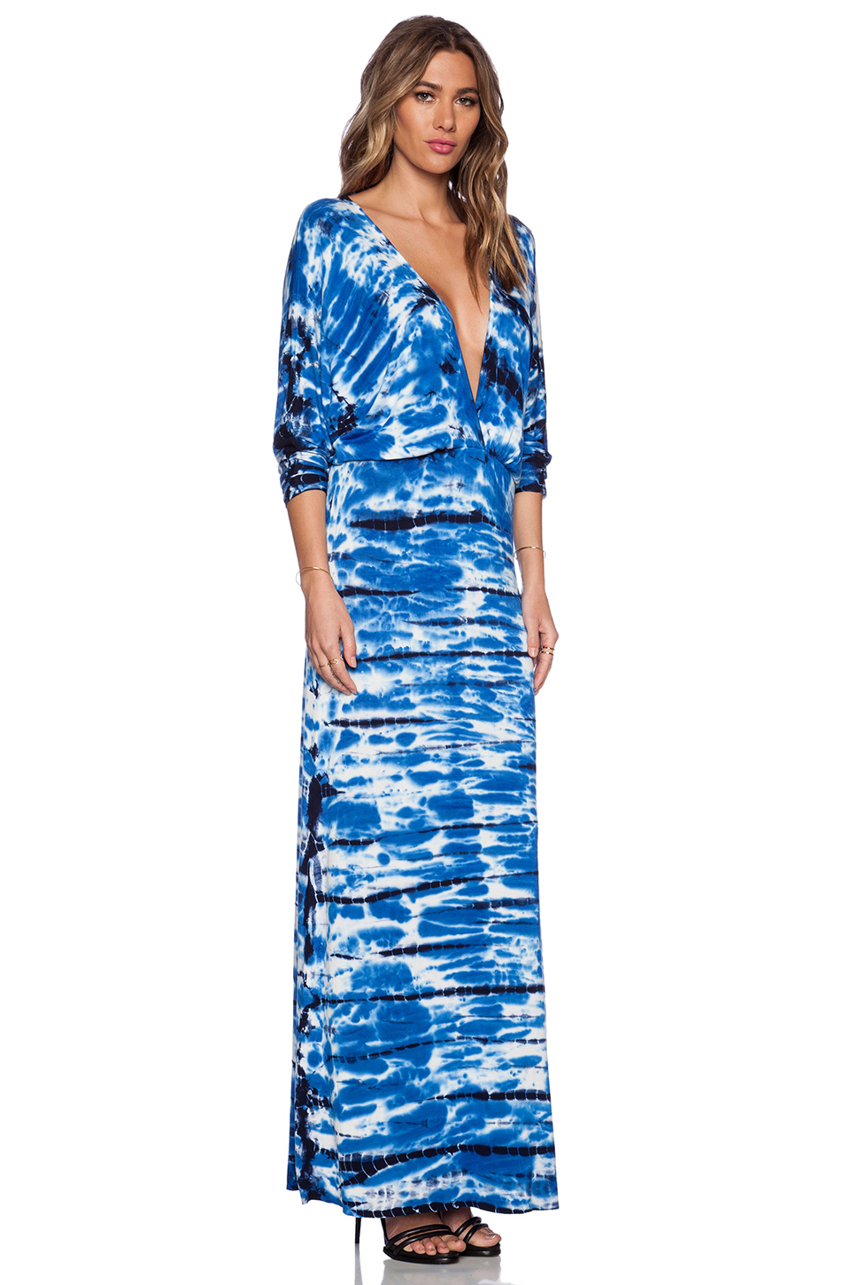 Out-do the dress code and make every occasion a style statement with the latest designs in dresses for women. Set the standard for style this season in a sophisticated maxi dress, or opt for effortless appeal in a floaty midi dress.