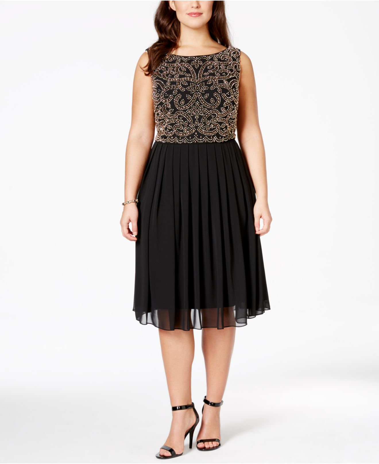 Adding some wow factor to our plus size special occasion dresses is easier than ever thanks to our convenient shoe and accessories shops. Give your look that extra oomph with a pair of sexy, strappy heels in extended sizes and widths.