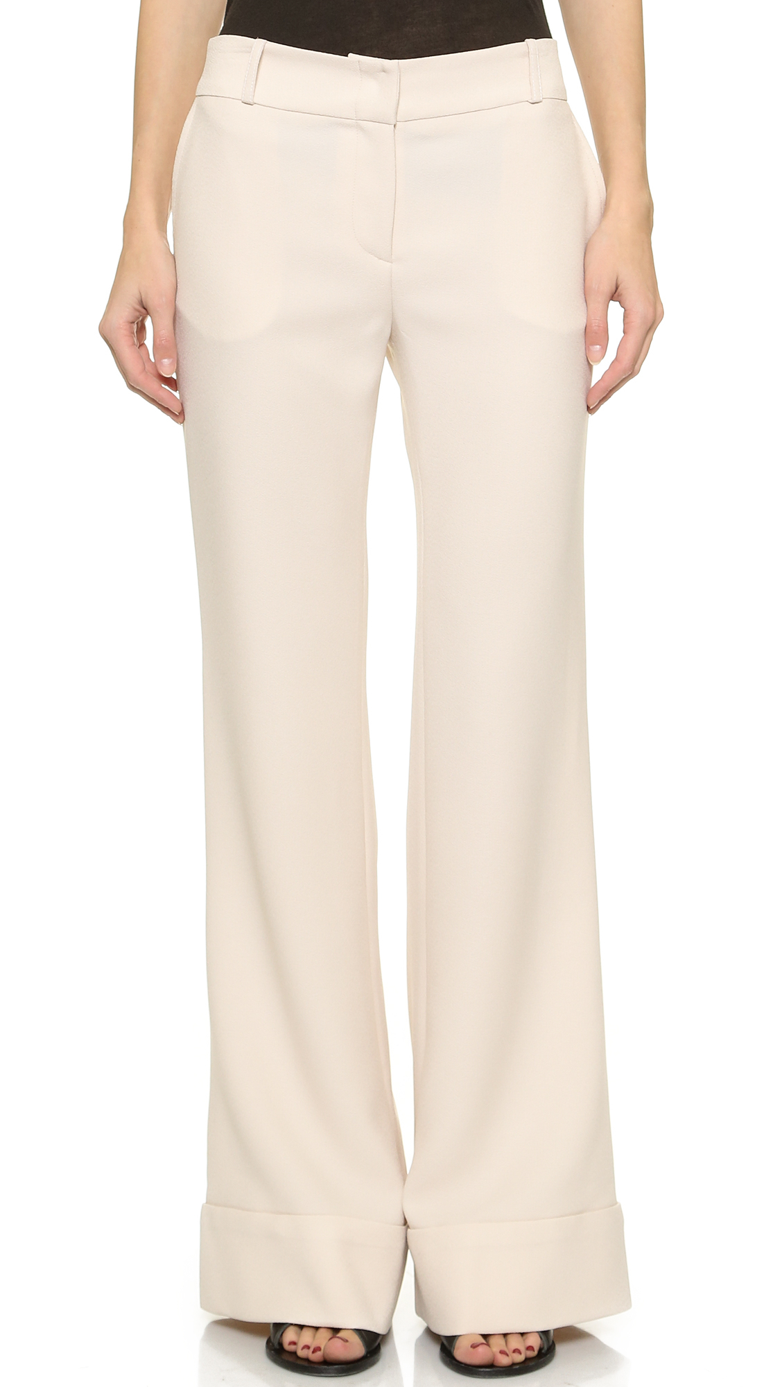 Wide Leg pants & Flares Whether you prefer palazzo or wide leg, baggy pants are back this season, with supersize silhouettes reigning supreme. Working volume into your closet, we love how whimsical the flowing wide leg feels.