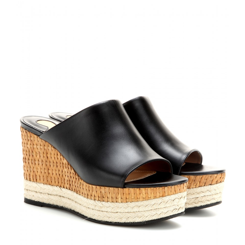 From lace up suede wedges and roped up espadrilles to strappy wedge sandals and platform Oxford shoes, Tobi has a wedge shoe style for every woman! The color palette for Tobi's wedge shoe designs includes black, taupe, blush, and almond.