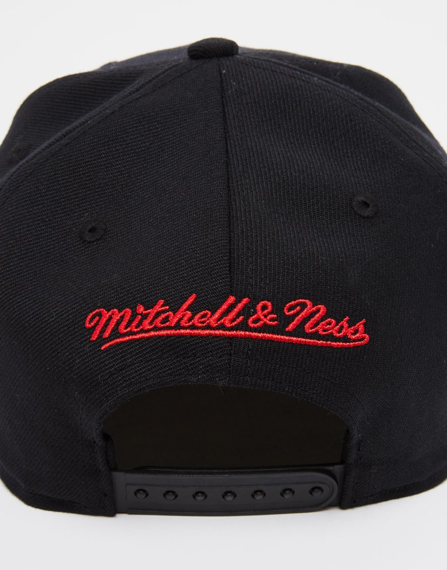 finest selection dfdaa 283fb Mitchell   Ness Chicago Bulls Drill Snapback Cap in Black for Men - Lyst
