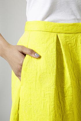 79cd735e85a6 TOPSHOP Textured Box Pleat Midi Skirt in Yellow - Lyst