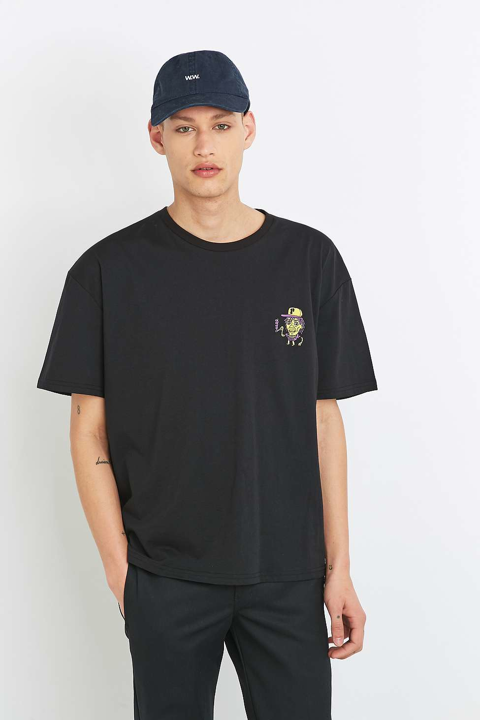 864275bdad3 Gallery. Previously sold at  Urban Outfitters · Men s Camouflage T Shirts  ...
