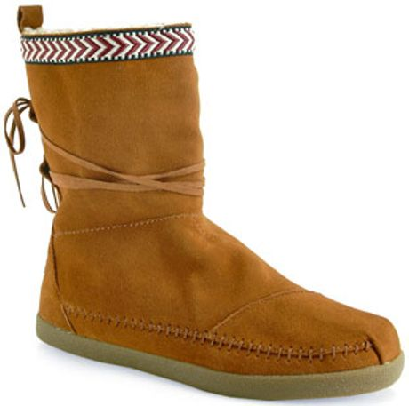toms nepal flat boot in brown in brown lyst