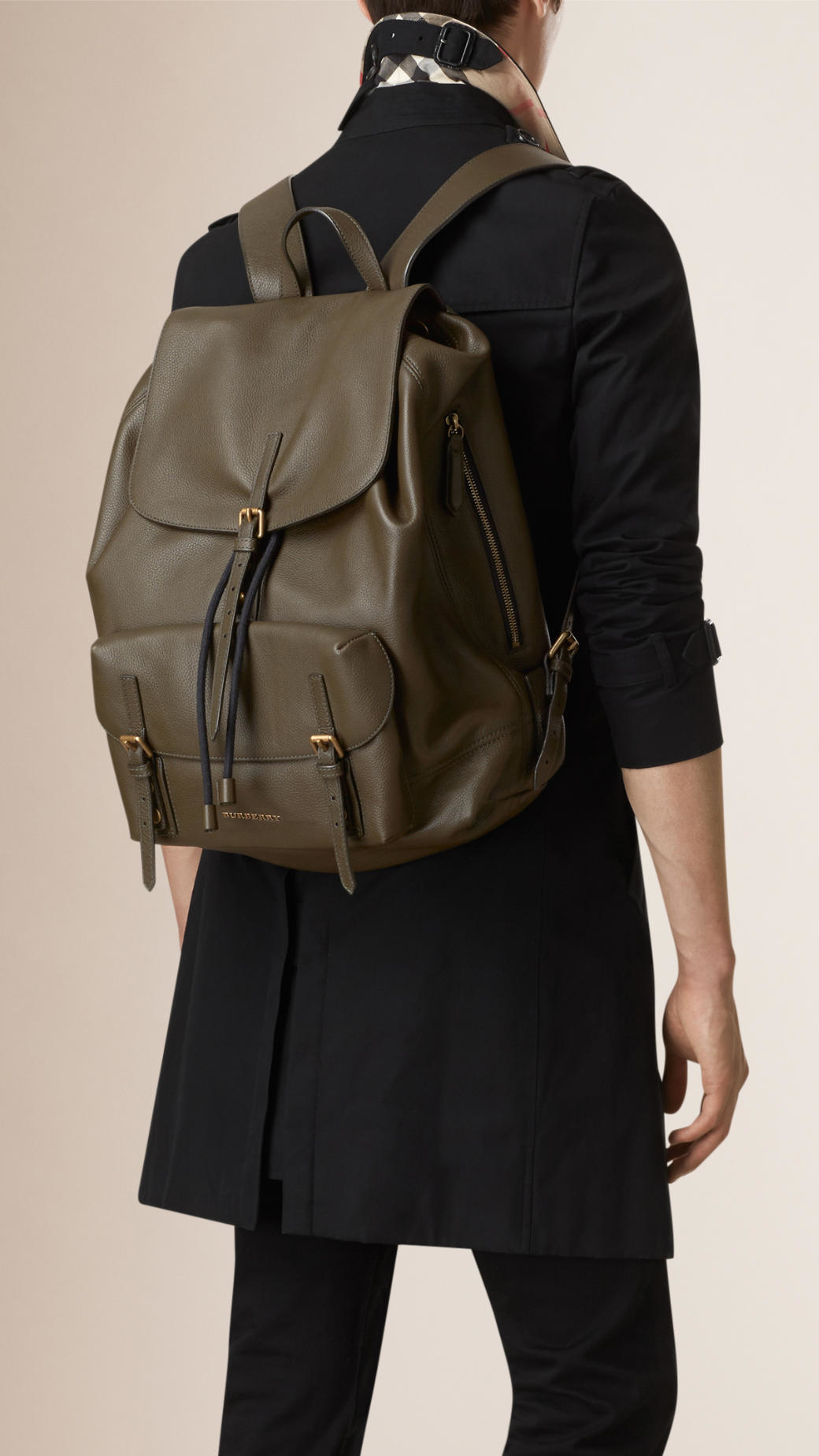 Burberry Grainy Leather Backpack in Green for Men - Lyst