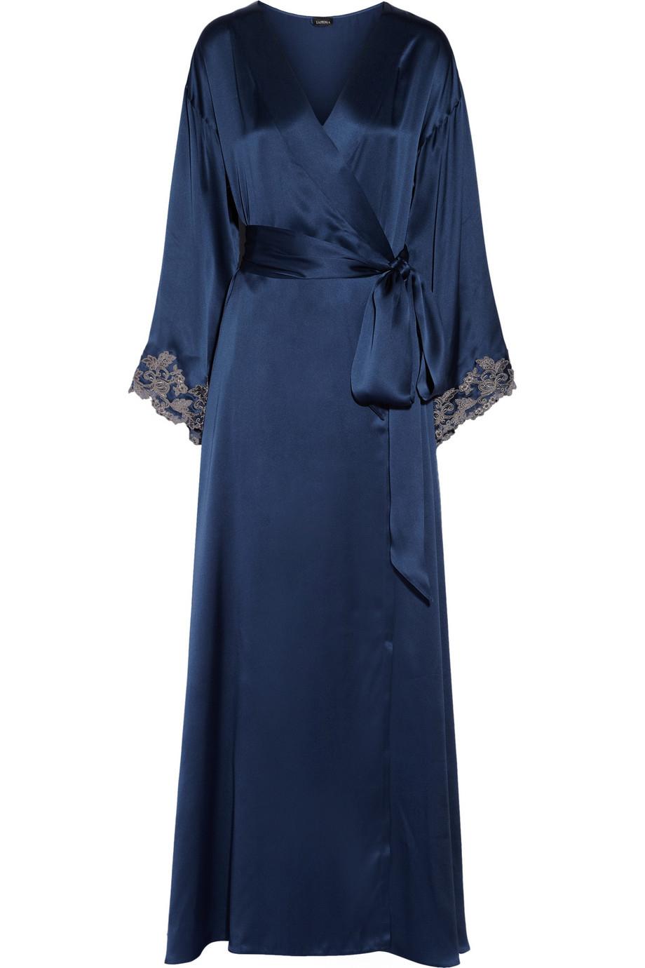 la perla maison lace trimmed silk satin robe in blue lyst. Black Bedroom Furniture Sets. Home Design Ideas