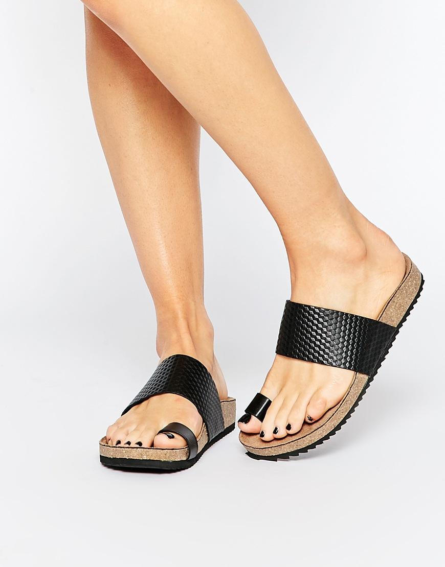 London Rebel Toe Thong Flat Sandals in
