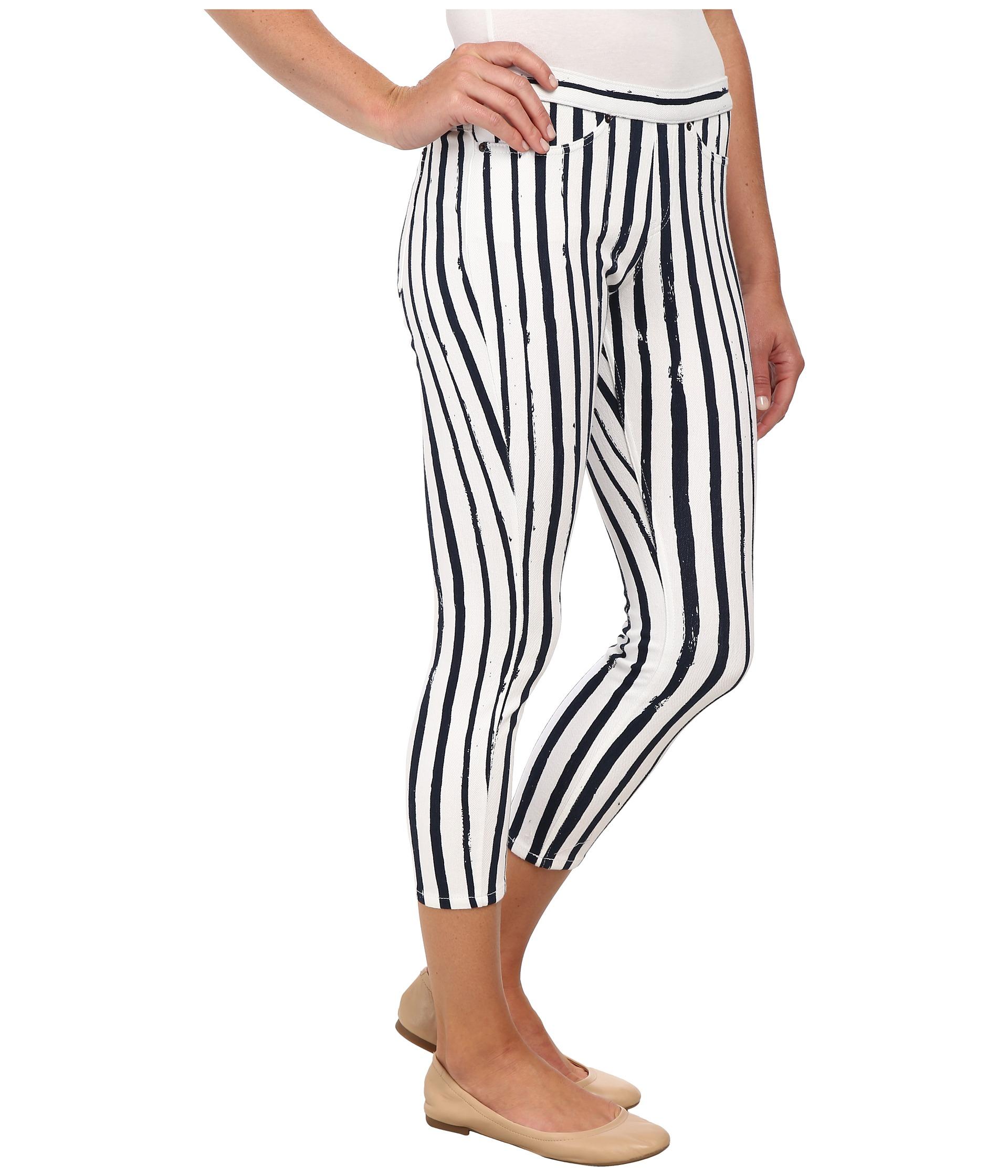 13a62248250d4 Hue Stripe Printed Original Jeans Capri in White - Lyst