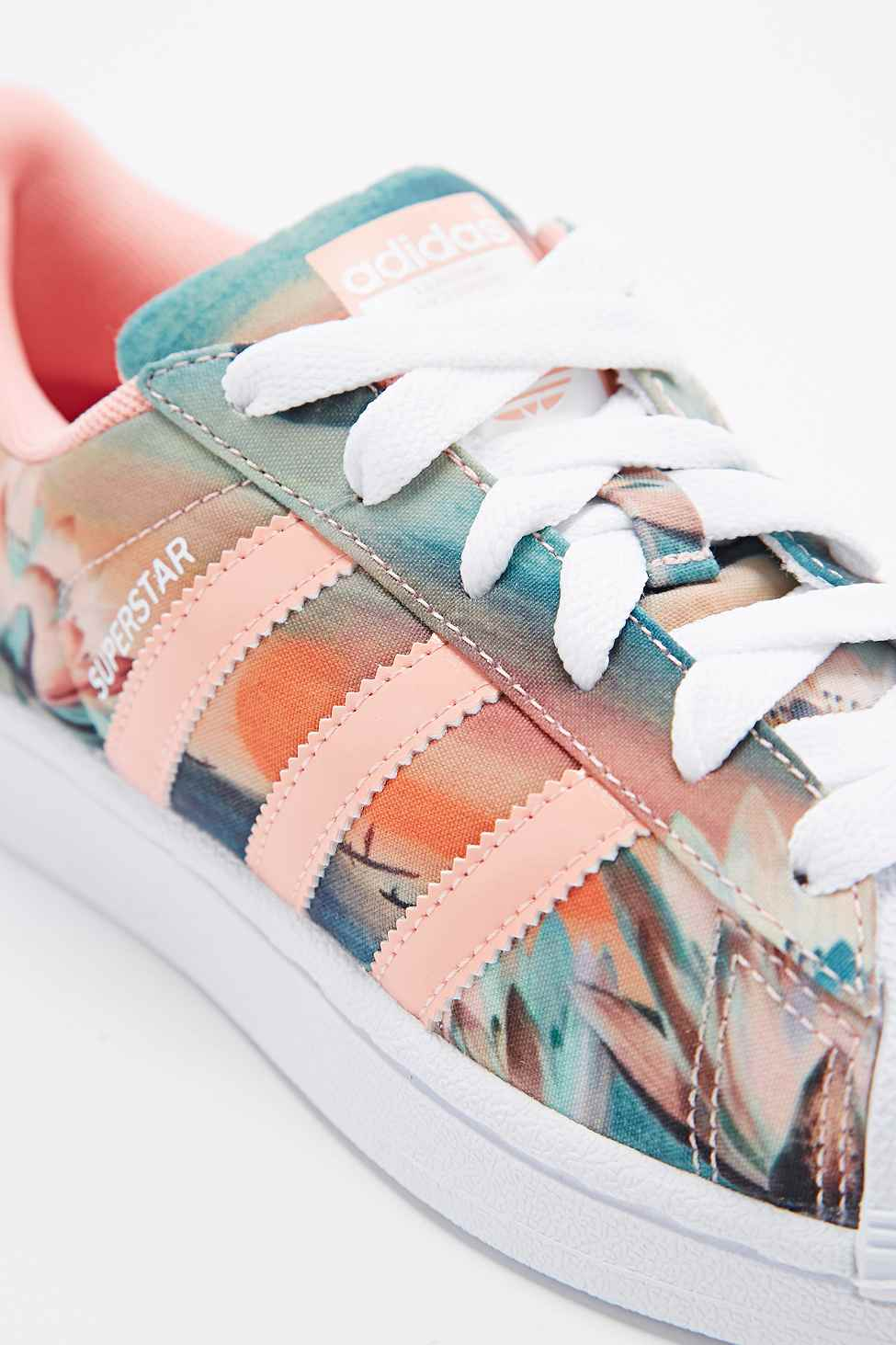 Permuta residuo Enemistarse  floral and coral adidas superstar sneakers > Clearance shop