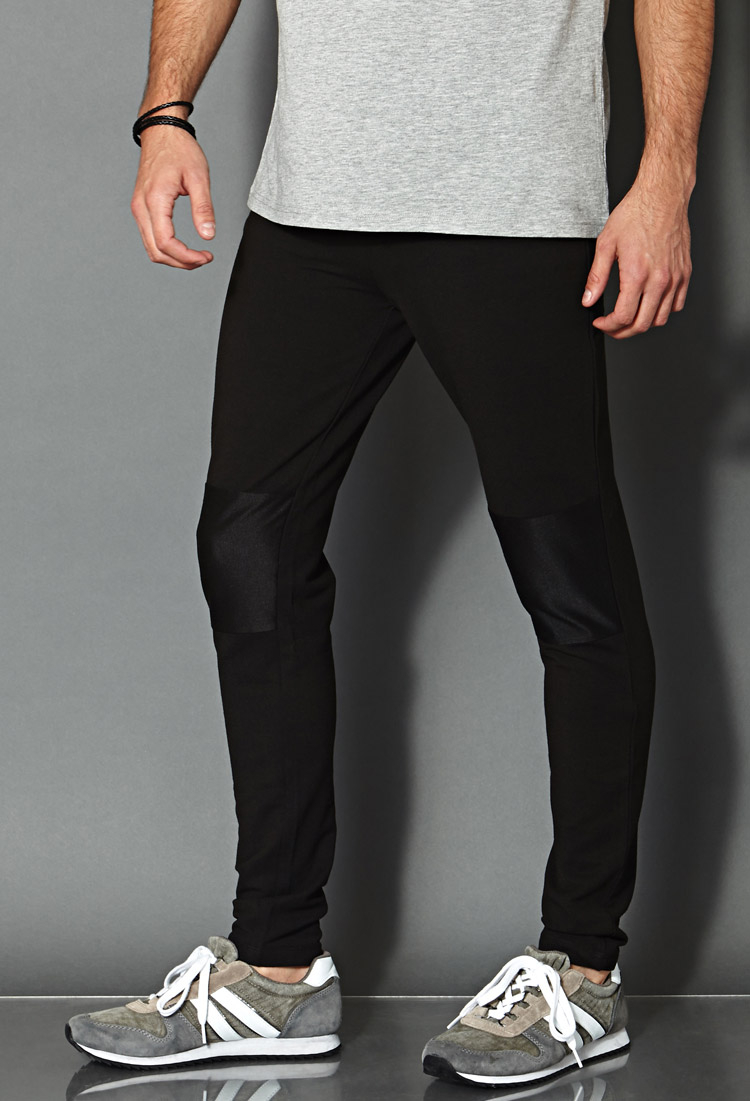 View our range of mens designer trousers online and in-store. You will find the best comfortable styles and latest trendy fashion designs at Reiss.