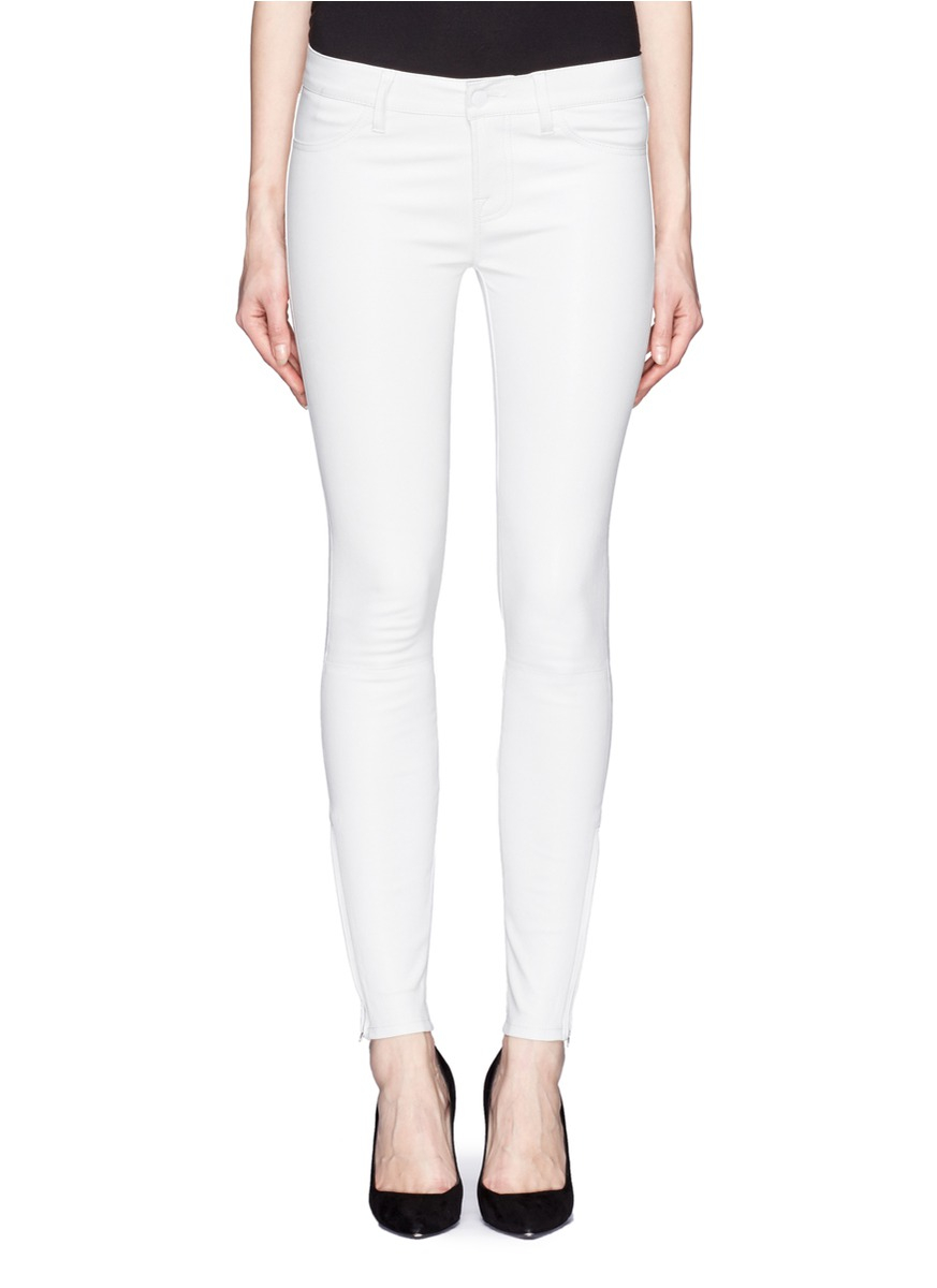 From women's black skinny jeans to women's white skinny jeans and every color in between, you can find it at Kohl's! Skinny jeans from Kohl's take your everyday wardrobe to a whole new level. Find the perfect pair of jeans at Kohl's, and make a fashion statement!