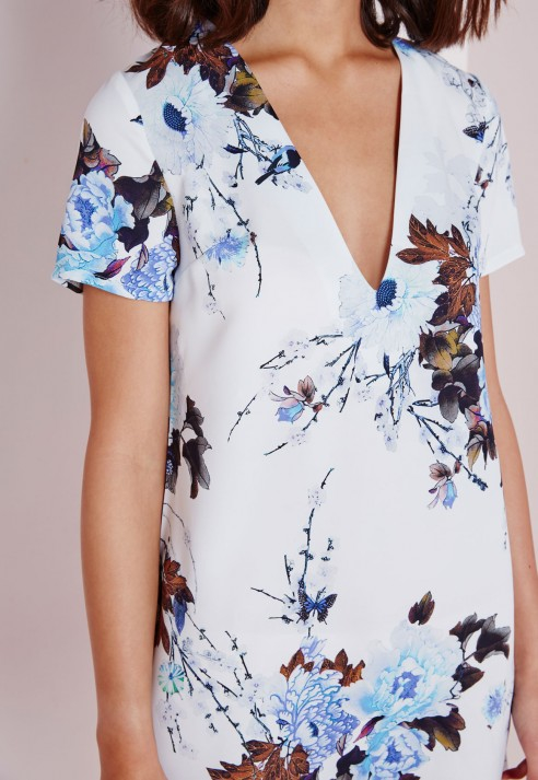 f9e9bc0eebe3 Lyst - Missguided Plunge Boxy Shift Dress Blue Floral in Blue