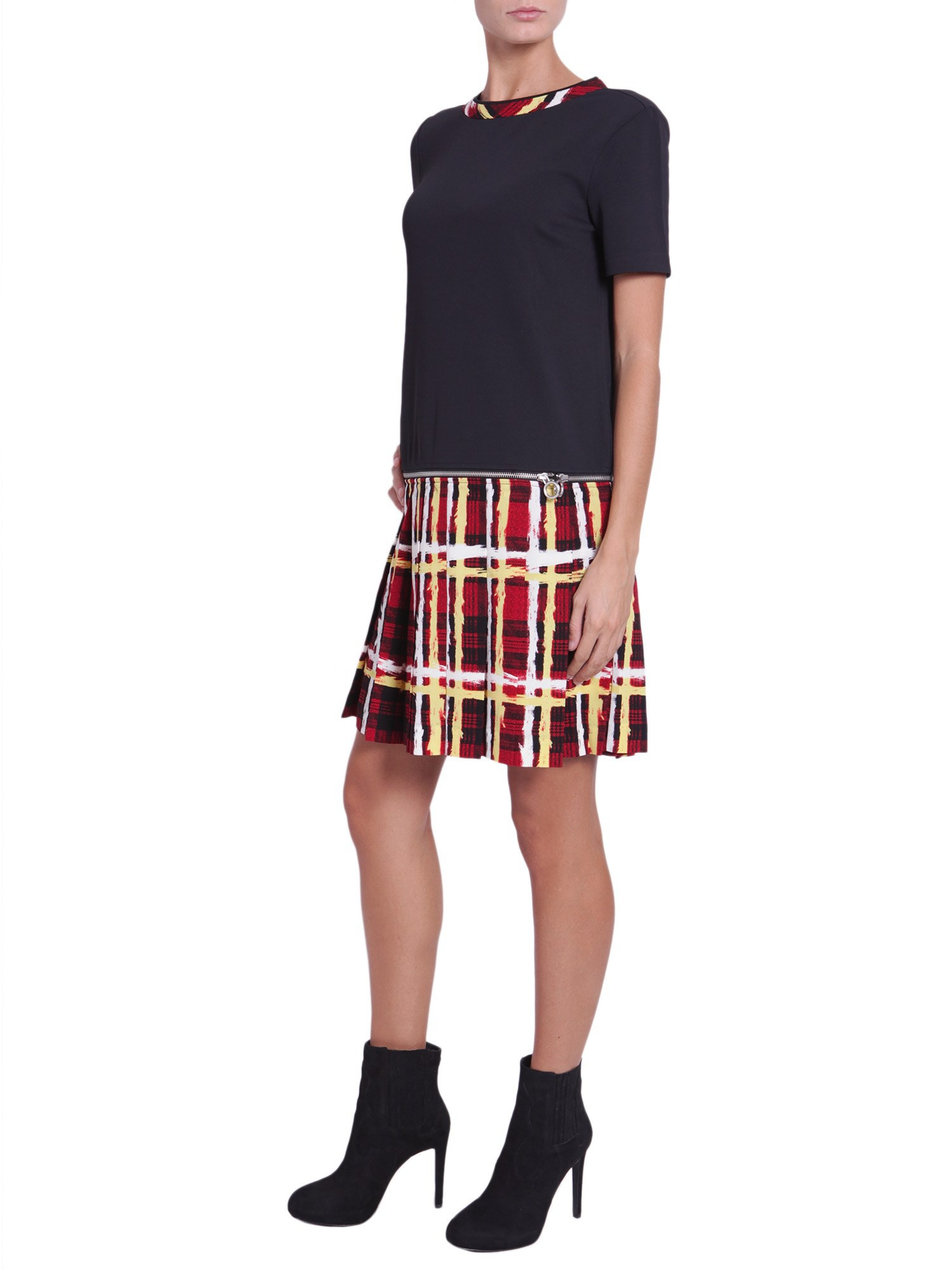 Plaid shirts and flannel shirts can be worn throughout the year. In the summer, roll up those sleeves and tuck into a pair of high waisted shorts. Or pair with a mini (Minus The) Leather skirt .