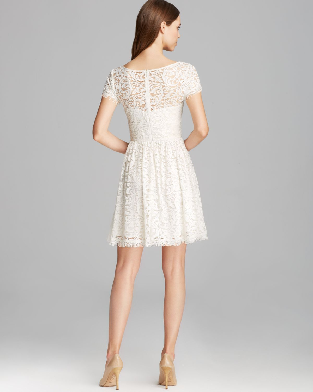 Nicole Miller Dress Swirling Vines Short Sleeve Lace Fit