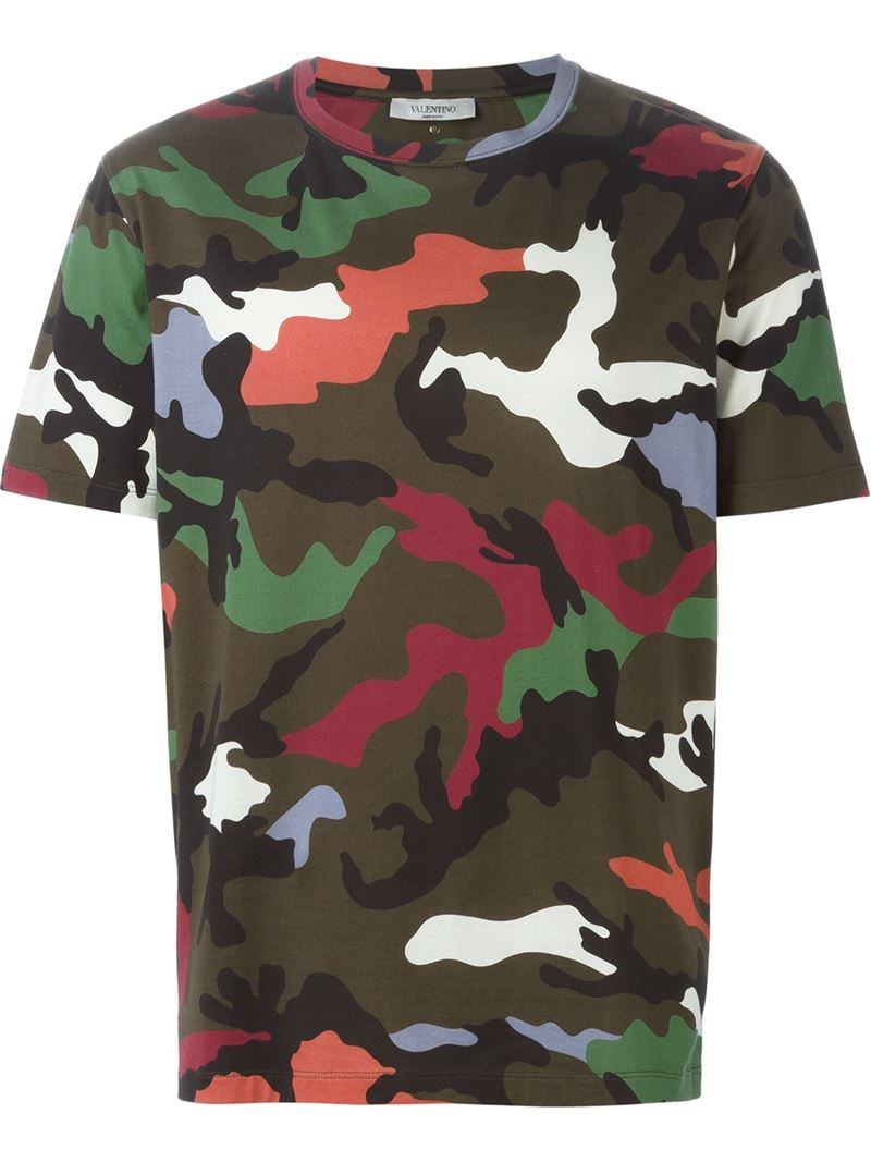 Valentino 39 Rockstud 39 Camouflage T Shirt In Green For Men