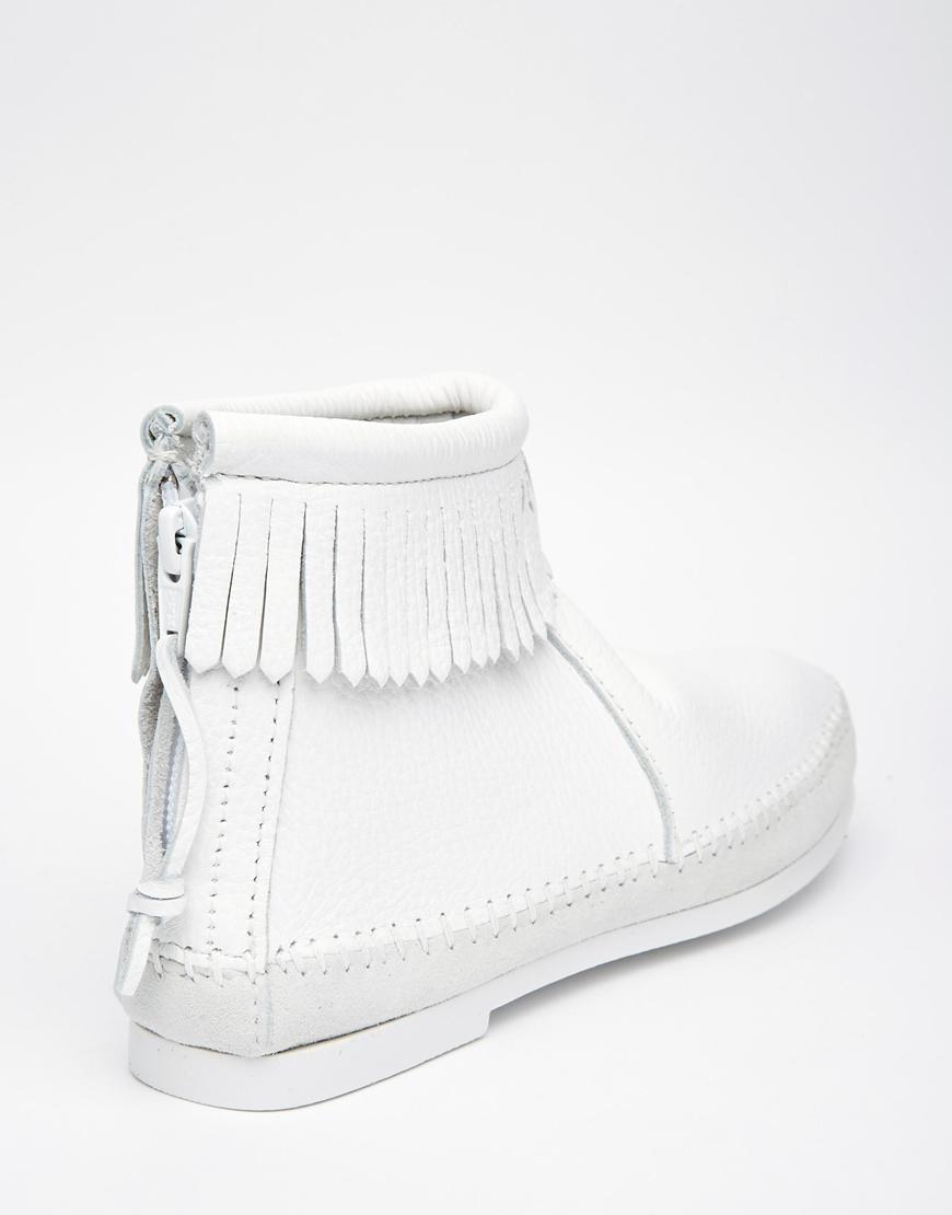 Minnetonka White 1975 Reissue Fringe Boots in White | Lyst