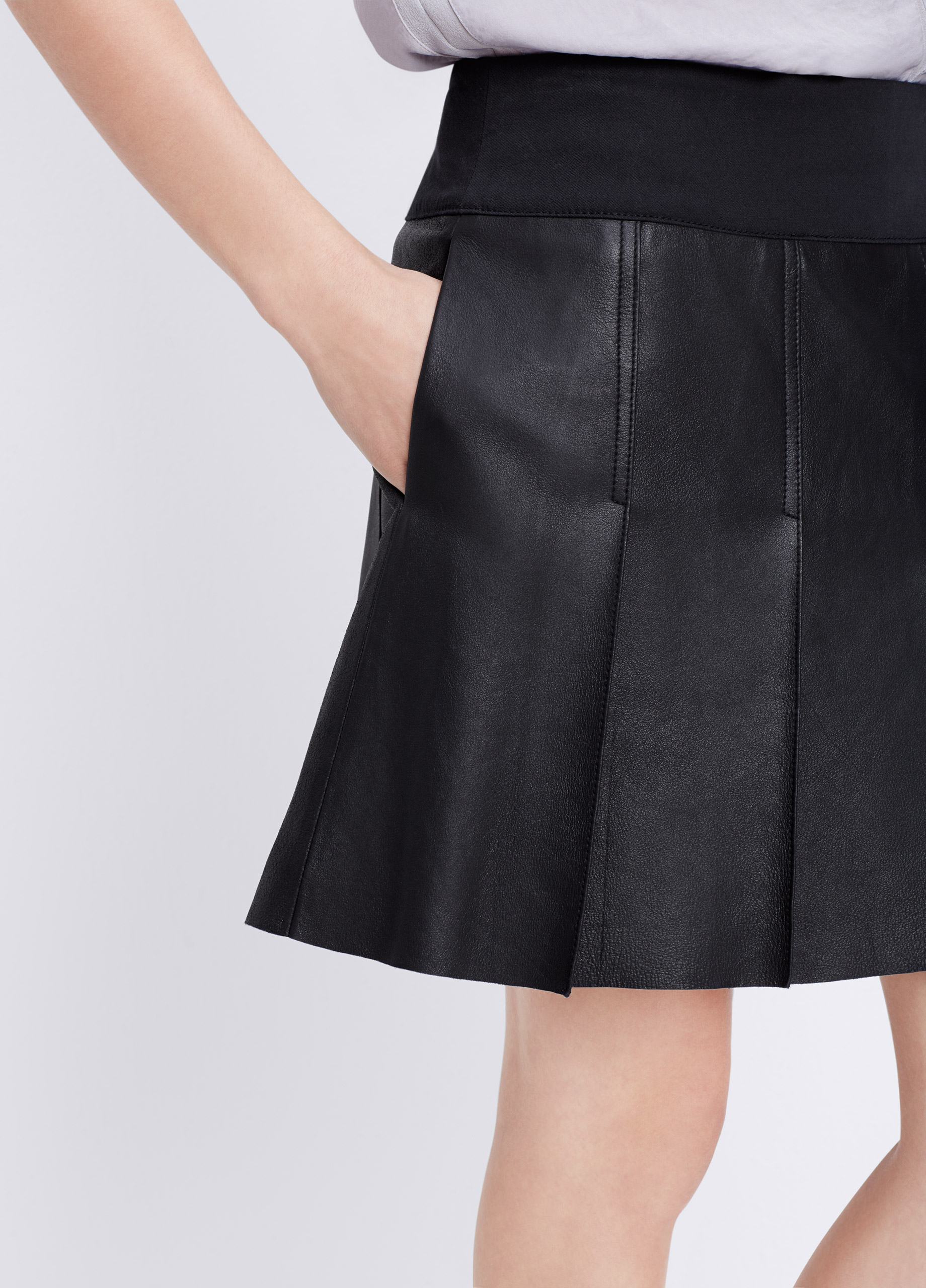 Vince Feather Leather Pleated Skirt in Black | Lyst