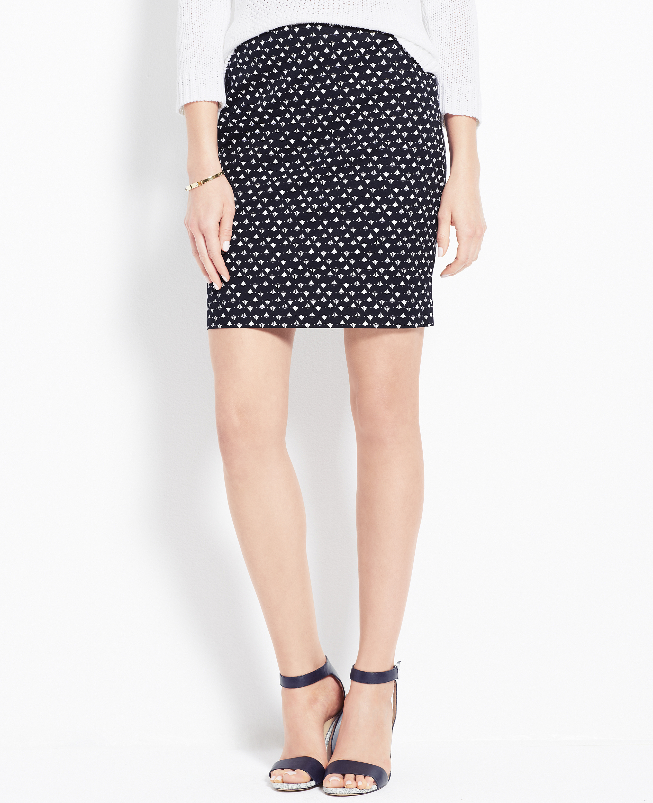 Skirts. Make a statement with chic skirt styles from from Ann Taylor. For staple pieces that elevate your outfit in any season, browse pencil skirts in ponte knit, doubleweave, tweed, and more textures.
