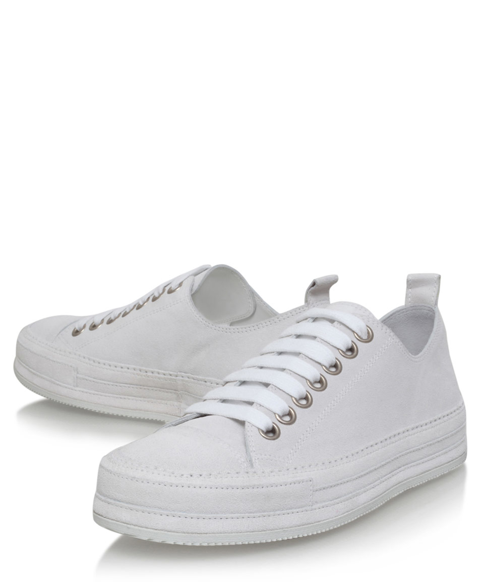 how to clean white canvas trainers