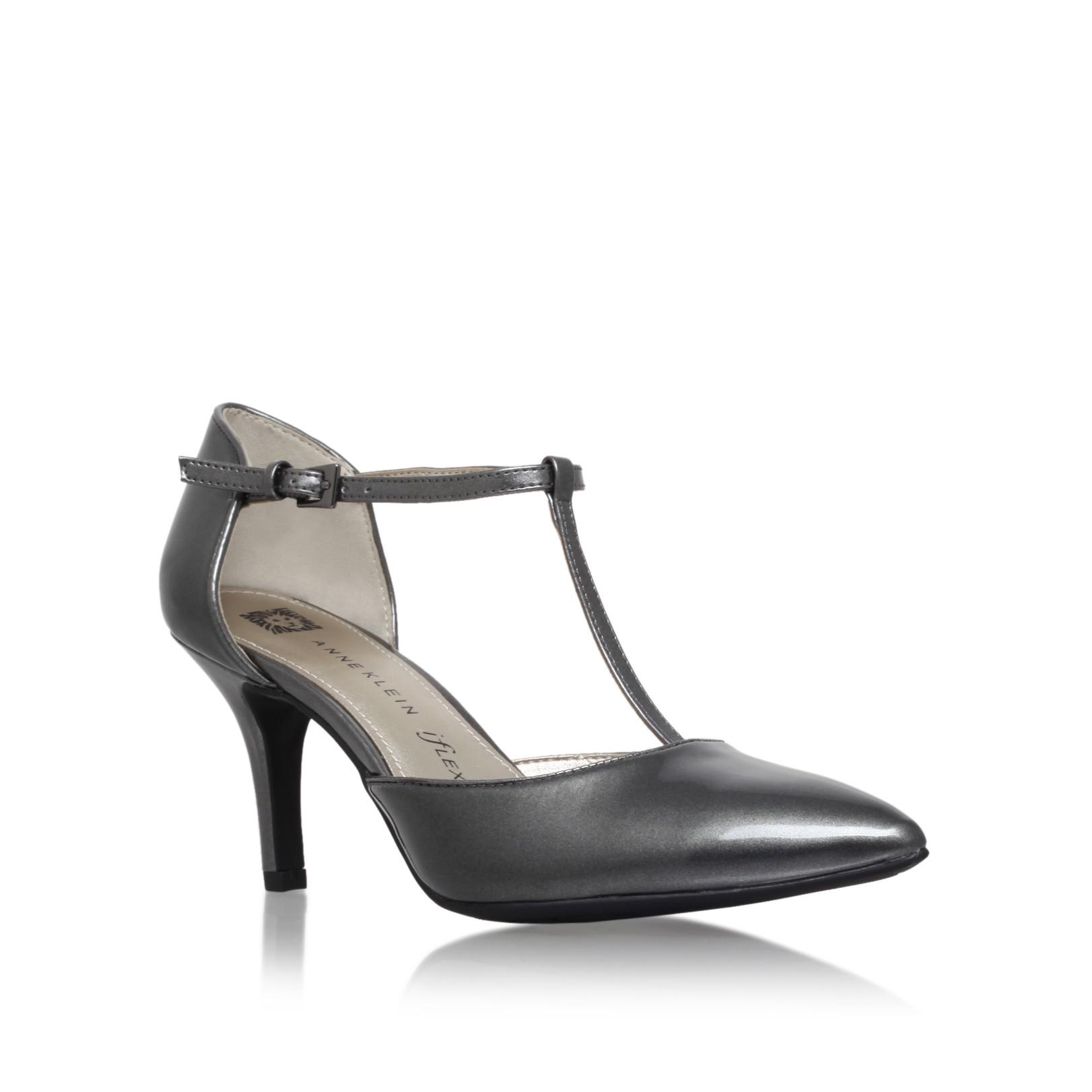 aab67a91e51 Anne Klein Yatima T Strap Sandals in Metallic - Lyst