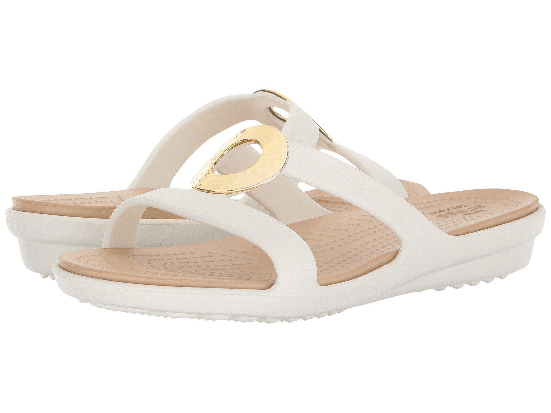 1ba867191934 Lyst - Crocs™ Sanrah Hammered Metallic Sandal in Metallic - Save 33%