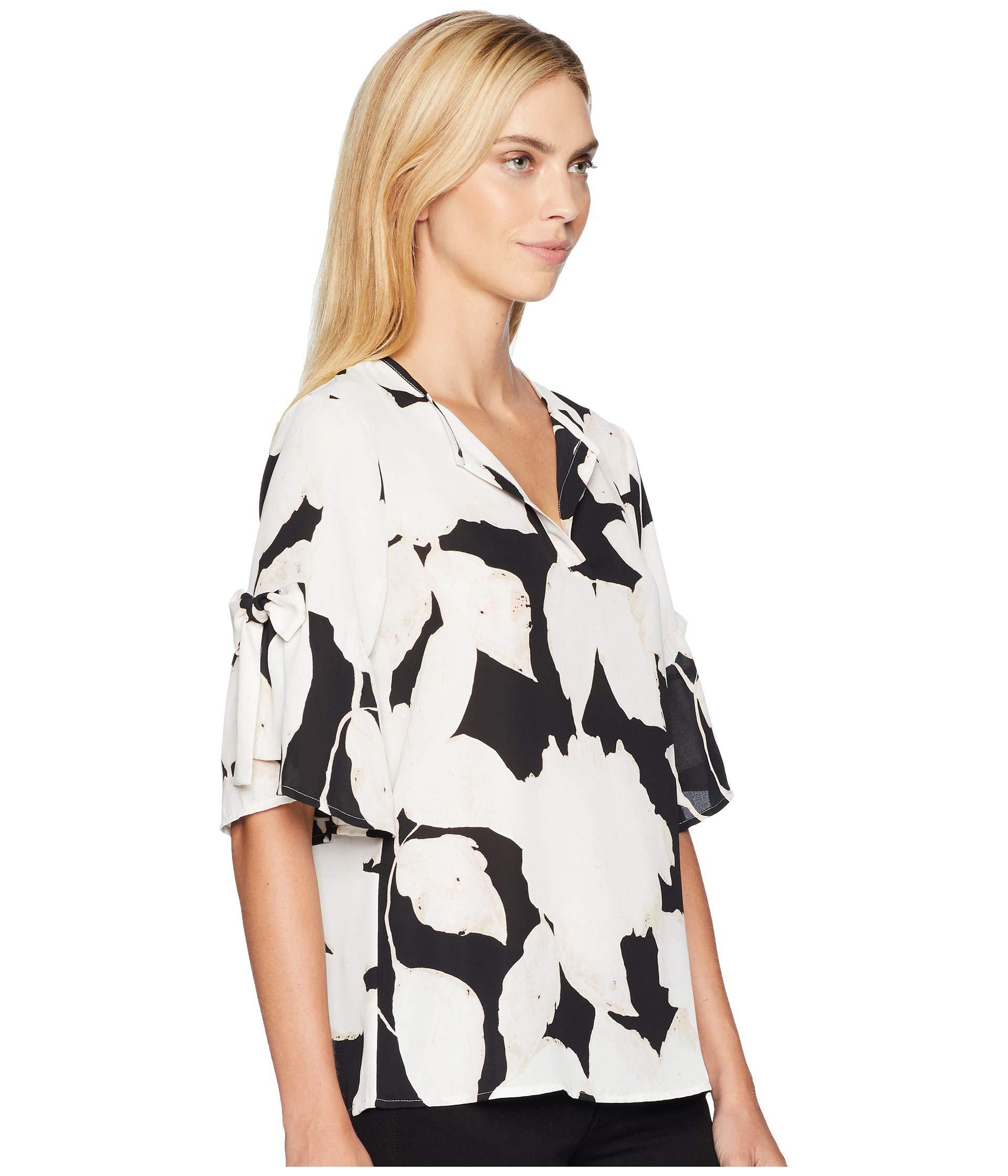 b7f3fcc58ca37 Lyst - Ivanka Trump Short Sleeve V-neckline Floral Top With Open Hem ...