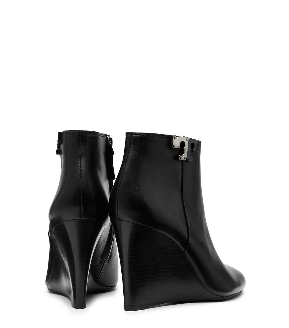 501df3652 Tory Burch Lowell Leather Wedge Booties in Black - Lyst