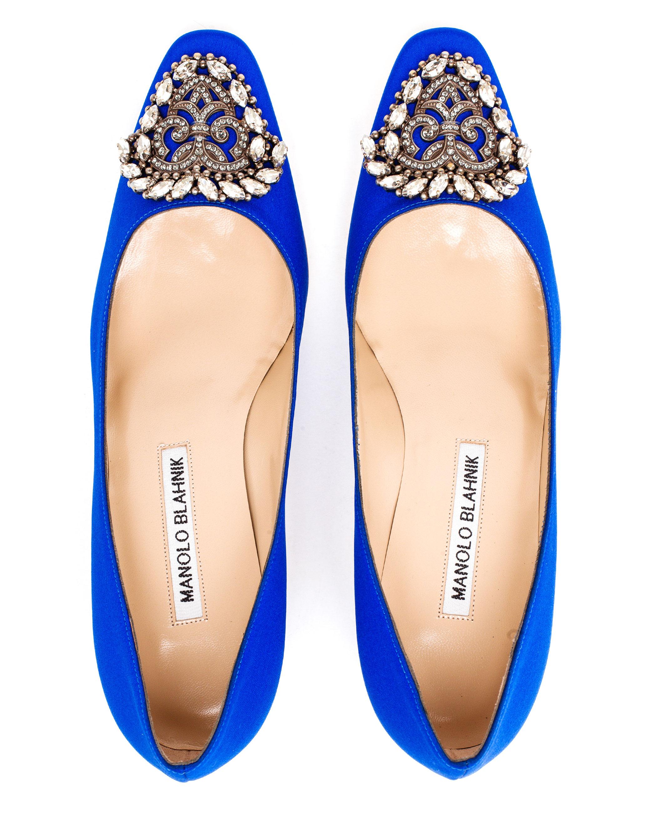 469429961135552216 also Manolo Blahnik Crepe Okkato Mid Pump Blue in addition Heels likewise Sapatos Para Noivas Classicas besides Jennifer Garner Angie Harmon And. on oscar de la renta crystal heels