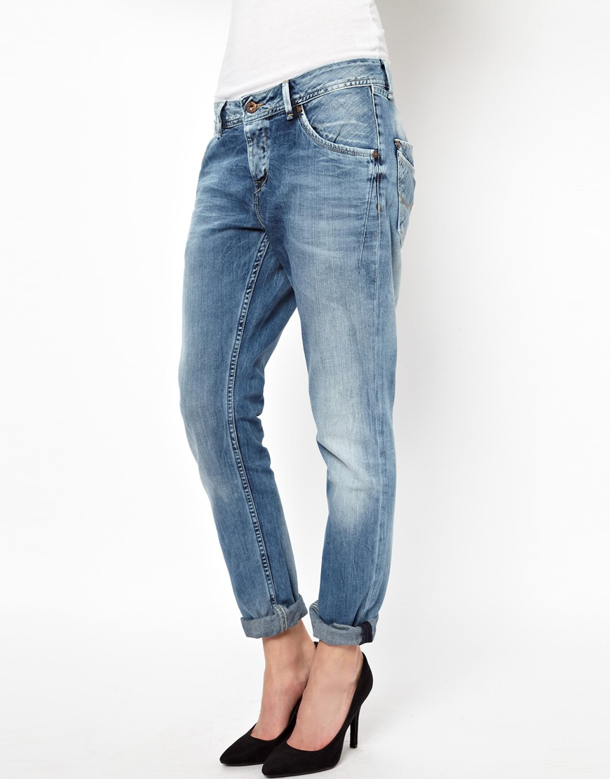 Boyfriend Jeans. Borrow you from the boys with THE ICONIC's stylish selection of women's boyfriend comfoisinsi.tkd from the best local and international designers, THE ICONIC showcases boyfriend cut jeans in a range of colours, washes and finishes meaning you'll always find the perfect pair for your style.