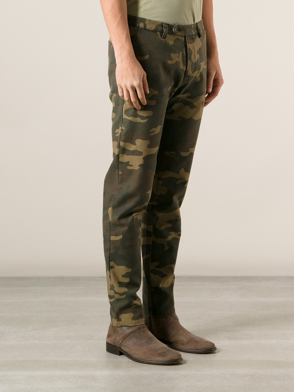AMI Camouflage Chino Trousers in Green for Men