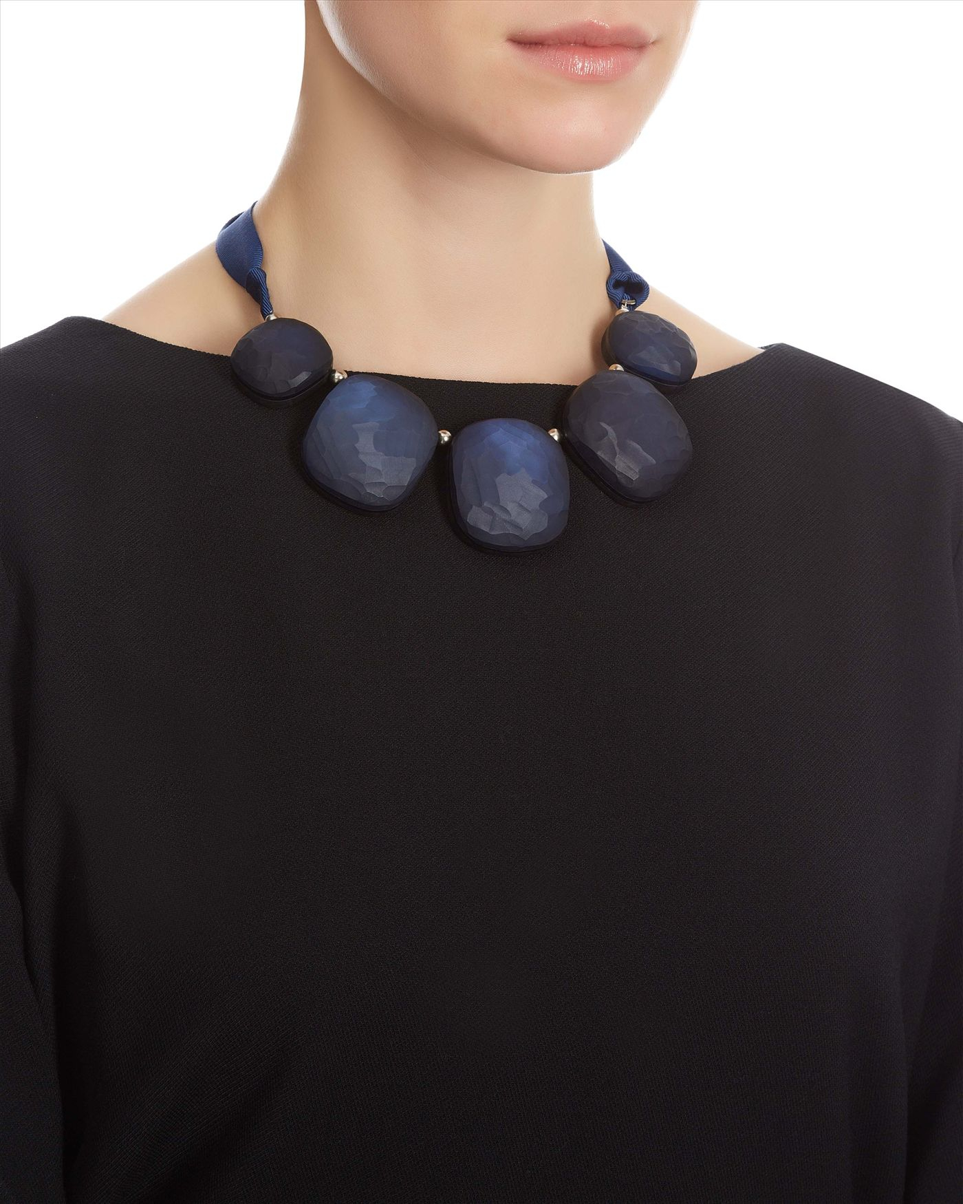 Jaeger Pebble Ribbon Necklace in Navy (Blue)