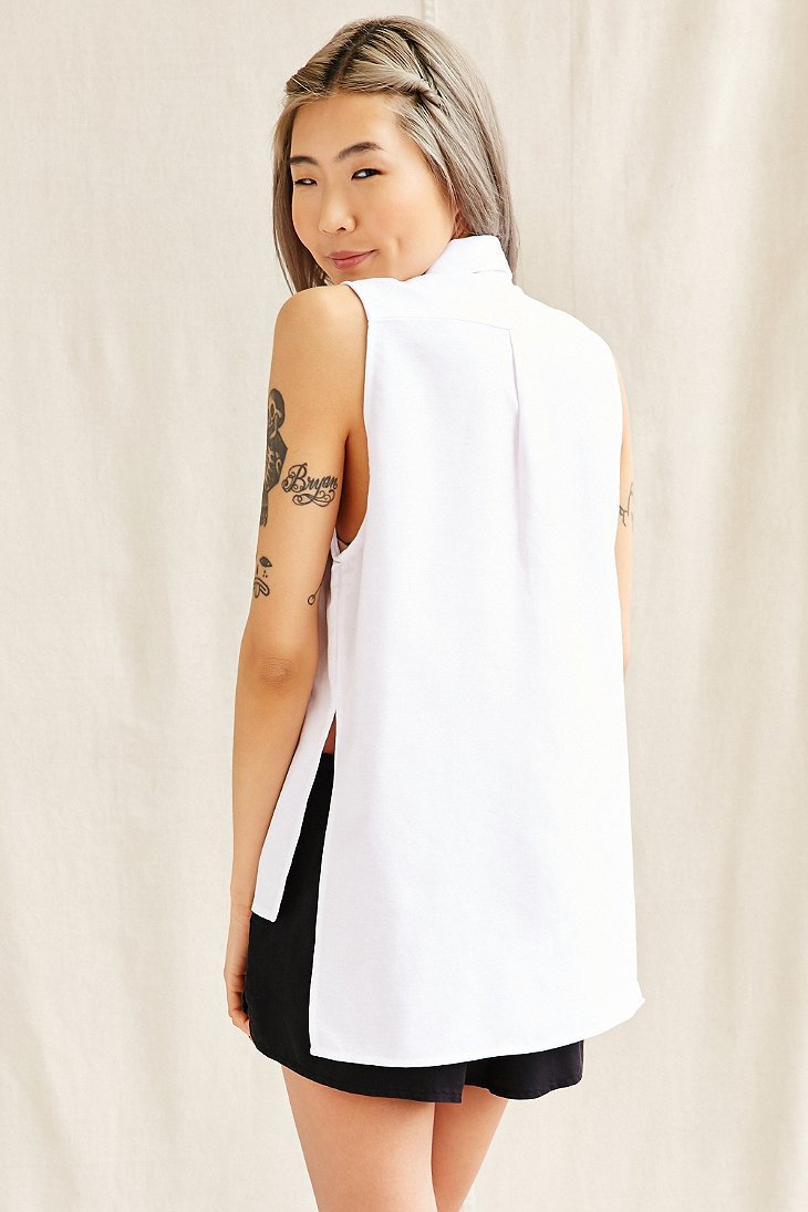 c1f0f451d26a78 Lyst - Urban Renewal Recycled Sleeveless High Low Oxford Shirt in White