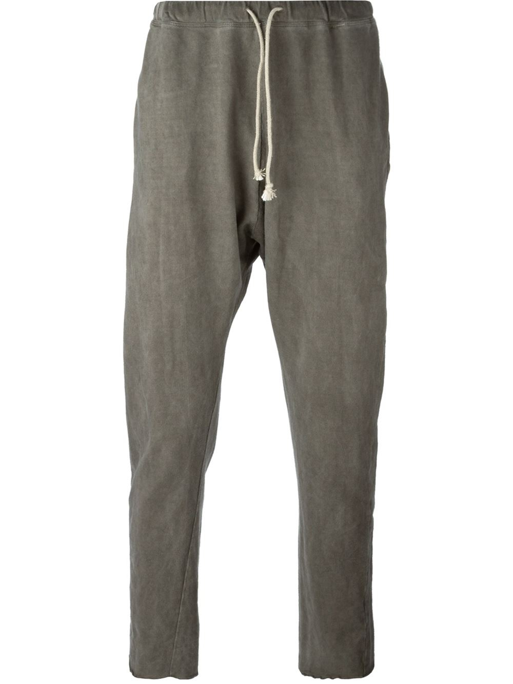 The softest Organic cotton unisex pants in grey marle. Adding super style with its drop crotch and featuring an embroidered Huxbear on the front. A staple piece for our little one's wardrobe this season. % Cotton GOTS certified.