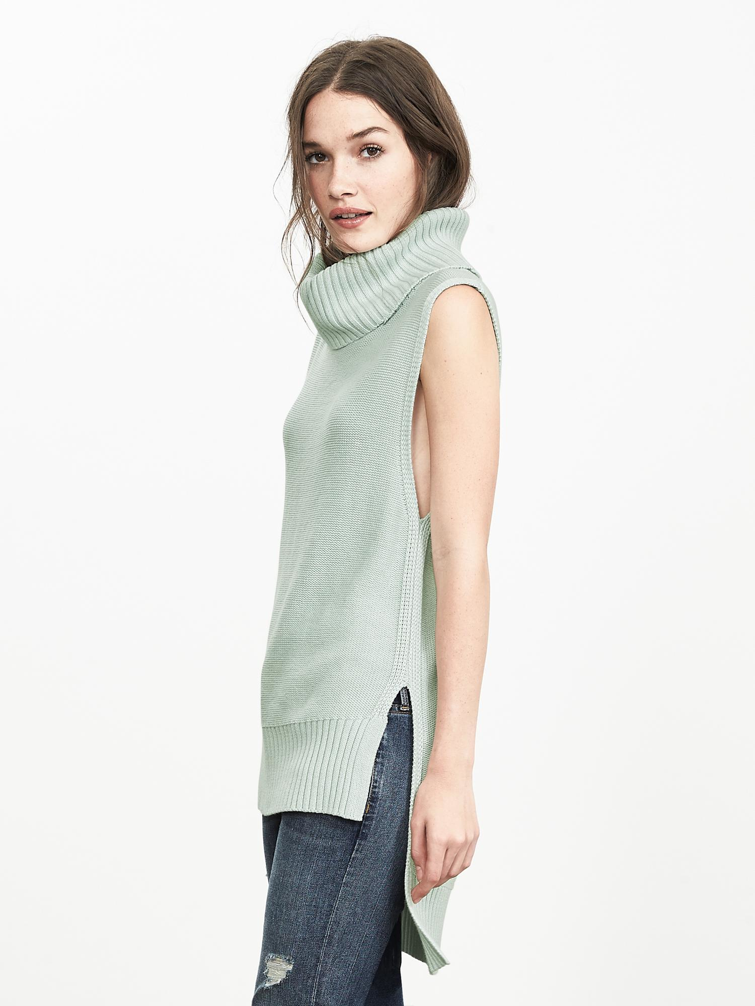 The Lodge sweater is part of the Pinup Girl Clothing collaboration with Betty & Veronica, and is manufactured in the softest acrylic knit in pink, grey and blue stripes. This wonderful sleeveless sweater and has a low mock turtleneck detail and has a comfortable, body skimming fit, .